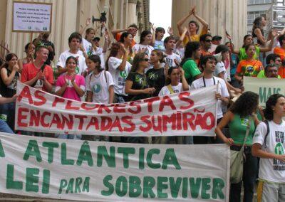 Manifestação pelo PL Mata Atlântica em Curitiba | Foto: Miriam Prochnow.
