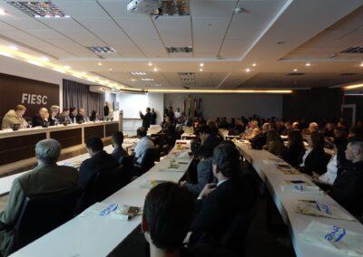 Plenária ouve atentamente a fala de Miriam Prochnow. Foto: Carolina Schaffer.
