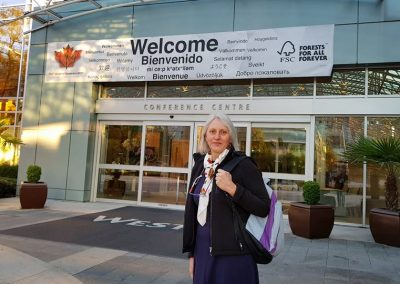 Miriam chegando na Assembleia Geral do FSC 2017.