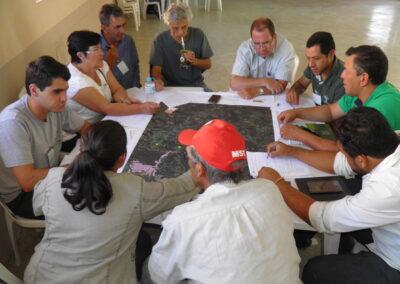 Diálogo sobre o uso do solo para a identificação de áreas prioritárias para conservação da biodiversidade e restauração florestal. Foto: Marcos Alexandre Danieli.
