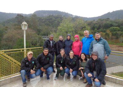 Participantes do Encontro no mirante da Apremavi. Foto: Maira Ratuchinski.