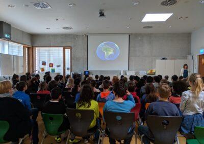 """Palestra da semana """"A Mata Atlântica vai até a sala de aula"""". Foto: Carolina Schaffer."""