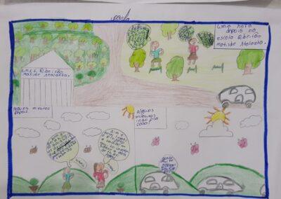 História em quadrinhos no bosque. Foto: Miriam Prochnow.