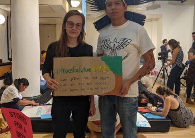 """""""#FridaysForFutureBrasil: nós estamos em greve pelas Flrorestas; Nós agimos pelo nosso futuro; Nós pedimos que você faça o mesmo!"""""""