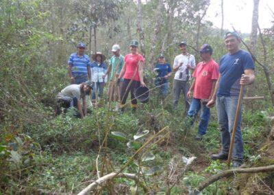 Equipe realizando plantio na RPPN. Foto: Edilaine Dick.