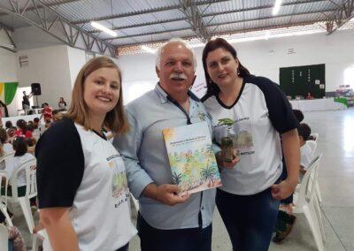 """Prefeito de Atalanta no evento de lançamento da Cartilha """"O Bosque da Escola"""". Foto: Arquivo da EMEF Ribeirão Matilde."""