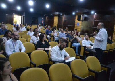 Mário Mantovani durante sua fala no Seminário Regional do Fórum Pr e SC.