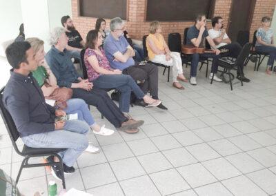 Participantes do seminário do Galo Verde, com o pastor Nilton Giese e sua esposa ao centro.