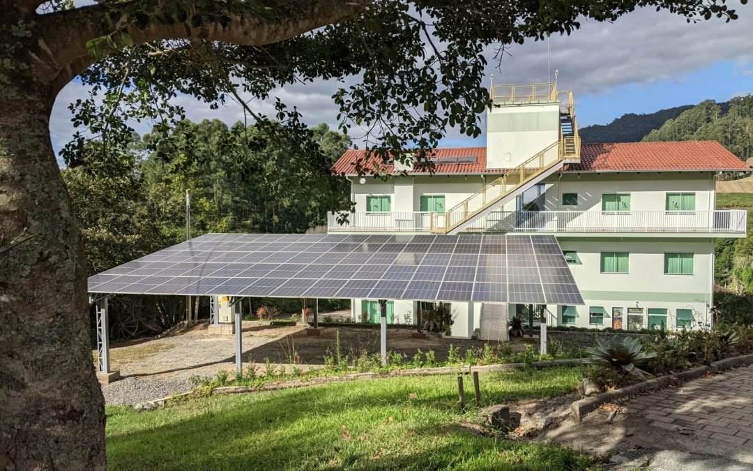 Um ano de energia solar na Apremavi